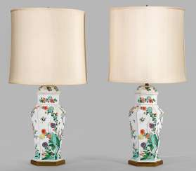 Pair of table lamps with kakiemon decor