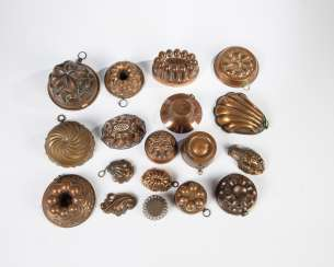 18 small baking moulds made of copper