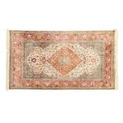 Oriental rug made of cashmere silk. 20. Century, approx. 180x117 cm.
