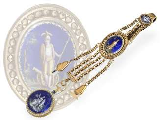 Pocket watch: a Museum, very fine Gold/enamel Spindeluhr with pearl trim and Gold/enamel Chatelaine, France, around 1790