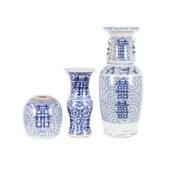 Bundle: 3 parts blue-and-white porcelain. CHINA, 19. and 20. Century.