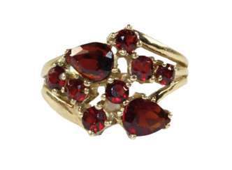 Garnet ring 585 yellow gold.