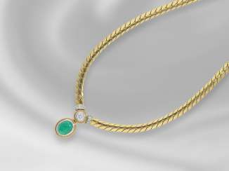 Necklace/Collier: very decorative and formerly expensive 18K Gold necklace with a very beautiful emerald-Cabochon and fine brilliant, trimmed, 2,38 ct