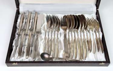 Cutlery for 6 people in a case