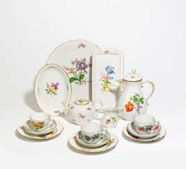 Coffee and tea service with floral decoration for 8 people