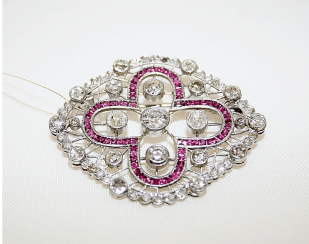 Brooch with diamonds and rubies
