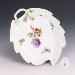 Leaf bowl with flower painting