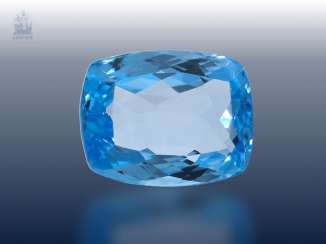 Topaz: unusual, and a particularly large natural blue Topaz, 67,86 ct, DSEF report
