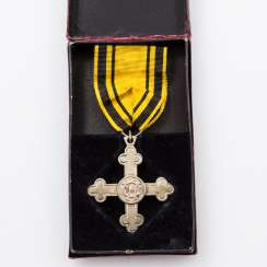 Württemberg Charlotte cross with ribbon and case