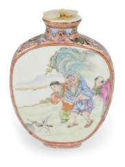 Snuffbottle made of porcelain with figural scenes in polychrome enamel colors