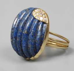 Ladies ring with lapis lazuli and diamonds