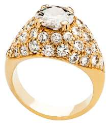 Band ring with brilliant solitaire