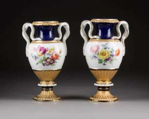 FEW SNAKE HANDLE VASES WITH BOUQUETS OF FLOWERS