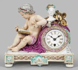 Mantel clock with Putto as an allegory of the arts