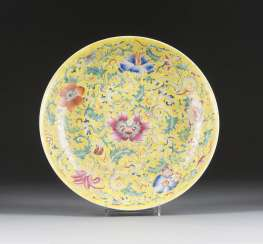 SHALLOW DISH WITH FLORAL DECOR