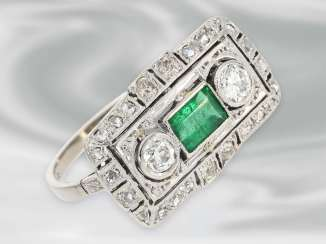 Ring: very fine Art déco diamond ring with emerald, 14K white gold