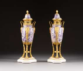 PAIR OF COVER VASES
