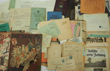 3rd Reich: Lot of documents.