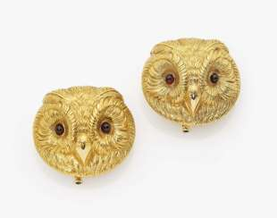 Two brooches with owl faces USA, around 1920, in the style of PAUL ROBIN