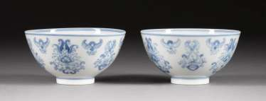 PAIR OF BOWLS WITH LOTUS DECOR