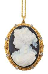 Cameo gem in 750 yellow gold with diamonds.