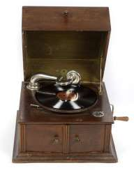 Gramophone with plates