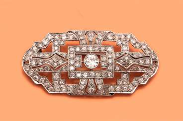 Art Deco brooch with diamonds