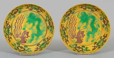 Pair of bowls with dragon decoration