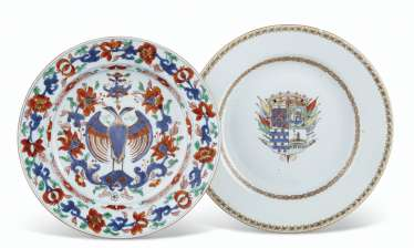 A MEXICAN MARKET VERTE-IMARI DOUBLE-HEADED EAGLE PLATE