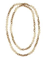 UNSIGNED CHANEL FAUX PEARL AND CHAIN NECKLACE