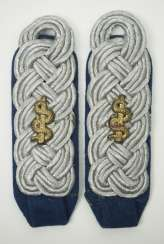 Wehrmacht: Pair of shoulder pieces for a senior doctor.