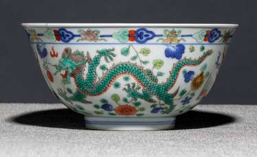 Dragon porcelain bowl with green and red dragons