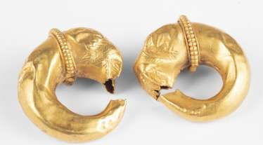 A Pair of gold earrings with lion's head