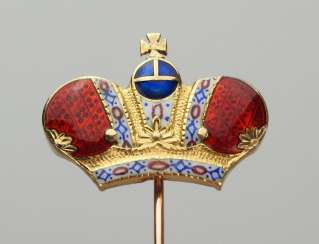 Russia : a Lapel pin with the Imperial crown.