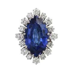 Ring with tanzanite navette approx. 9 ct and brilliant-cut diamonds