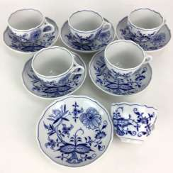 Six place settings of Meissen porcelain: coffee cups with saucers, decorative onion pattern, unused, 1. Choice, very well.