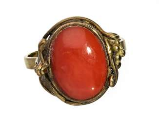 Ring: antique ladies ring with a beautiful dark red coral