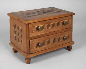Model chest of drawers