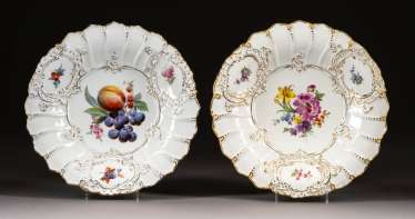 PAIR OF SPECTACULAR PLATES
