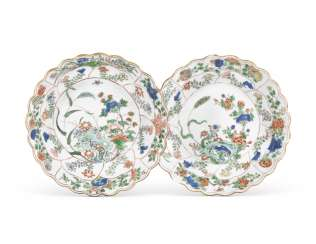 A PAIR OF CHINESE FAMILLE VERTE 'FLOWER' DISHES