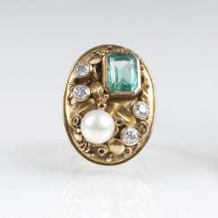 Vintage Gold Ring with emerald, diamonds and a pearl