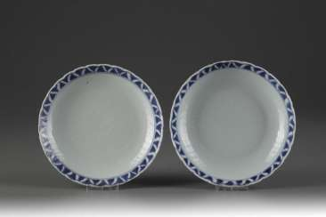 China Qing Dynasty a pair of blue and white porcelain plate