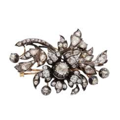 Floral designed brooch with diamonds