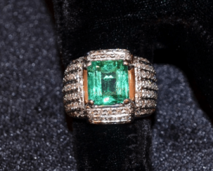 Vintage ring with emerald