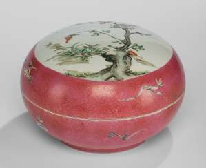 Large lidded box made of porcelain with Famille rose decor of flowering branches