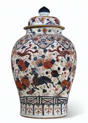 A LARGE CHINESE IMARI BALUSTER JAR AND COVER