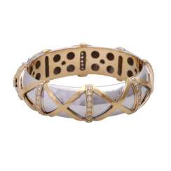 Bangle bracelet with cross band decor and 69 brilliant-cut diamonds