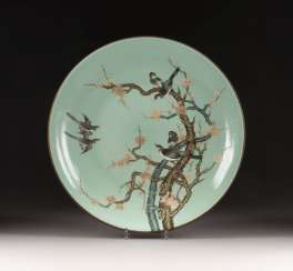 Large BOWL WITH MAGPIES