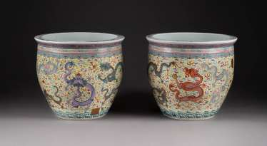PAIR OF CACHEPOTS WITH DRAGON DECORATION