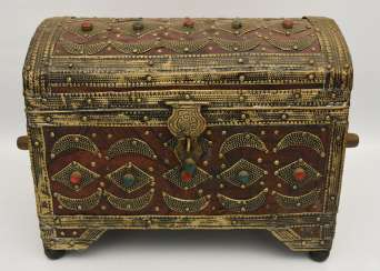 Treasure chest, leather/brass/semi-precious stones, Africa 1. Half of the 20. Century